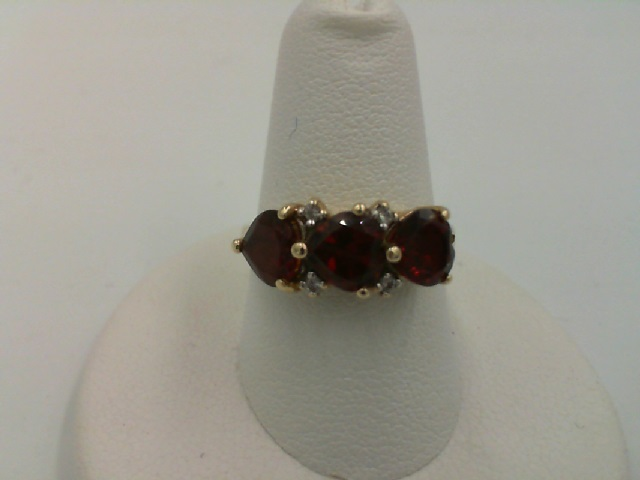 ESTATE Lady's Yellow Gold 14 Karat 3 Stone Fashion Garnet Ring - ESTATE Lady's Yellow Gold 14 Karat 3 Stone Fashion Garnet Gemstone Ring Size 7 With 3=6.00X6.00Mm Heart Garnets And 4= Round Diamonds, Weight: 3.7g,  / HALF OFF ITEMS ARE NOT RETURNABLE