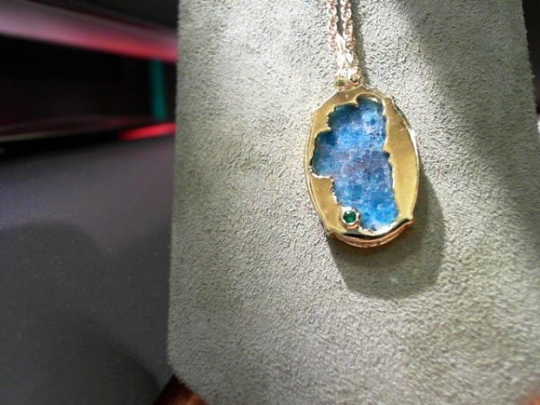 Apatite Lake Tahoe Reversible Bear Pendant 14KYG Vermeil - Bluestone Exclusive Design. Sterling Silver with 14 Karat Yellow Gold Vermeil(plated) Lake Tahoe/Bear Pendant (reversible) with Apatite (center gemstone) & Lab Created Emerald.(where Emerald Bay is) Measures approximately 7/8 of an inch tall & 9/16 of an inch wide. ***Center Gemstones will vary in color & appearance.***