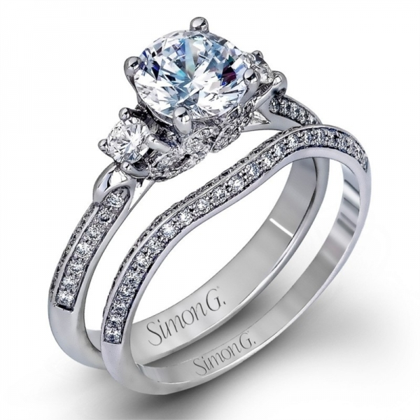 Simon G | Platinum Three Stone Knife Edge Pavé Diamond Bridal Ring Set | Style No. 001-718-00248