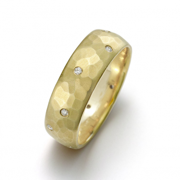 Toby Pomeroy 8mm mens band in yellow gold with diamonds